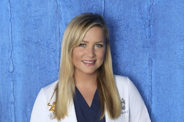 Jessica-capshaw-as-dr-arizona-robbins
