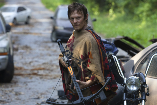 Daryl-with-a-crossbow