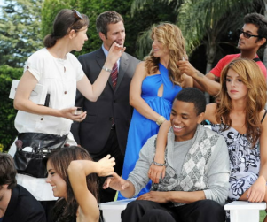 90210 Photos: Cast on Set!