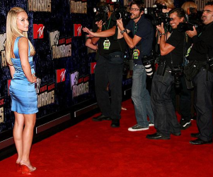 Hayden Panettiere Attracts Attention