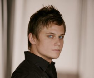 Billy Magnussen to Star in Play