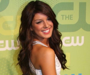 Shenae Grimes Forecasts Future of Annie Wilson