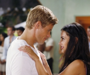 Major 90210 Spoiler, Shocker: Adrianna to Hook Up with... Gia?!?