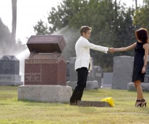 Melrose Episode Stills Reveal Downtrodden David, Flirtatious Jonah