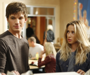 90210 Spoilers: Lesbians, Love and Liam's Father!