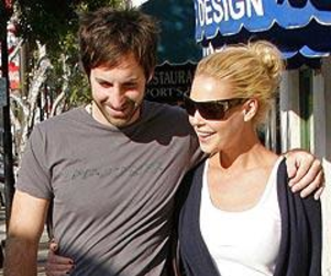 Rocky Start to Honeymoon For Katherine Heigl