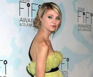 Taylor Momsen: Lady in Yellow