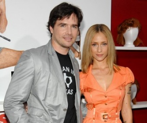 Matthew Settle, Wife Expecting First Child!