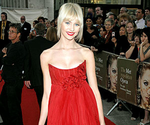 Taylor Momsen: Red on the Red Carpet