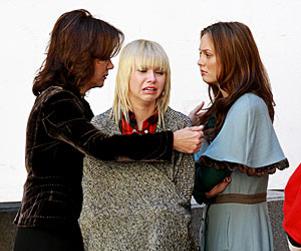 Emotional on the Set: Taylor Momsen & Leighton Meester