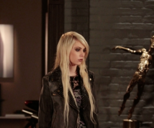 "Taylor Momsen On ""Indefinite Hiatus"" From Gossip Girl"