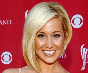 Kellie Pickler Goes Off on Jordin Tootoo at Concert