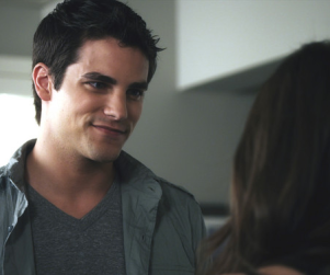 """Noel """"Putting the Pieces Together"""" on Pretty Little Liars, Actor Teases"""