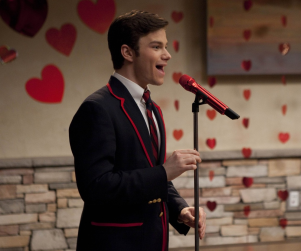 Glee Spoilers: Kissing Booths and Tribute Bands!