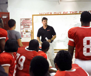 "Friday Night Lights Review: ""On the Outside Looking In"""