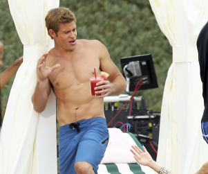 90210 Season 4 Set Shots: Topless Teddy, Blindfolded Naomi, Smitten Annie