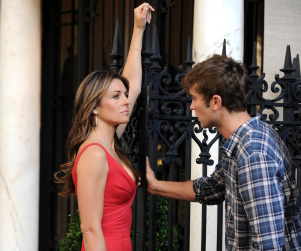 Spotted on Gossip Girl Set: Elizabeth Hurley & Chace Crawford!