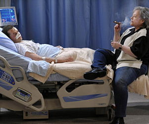 Two and a Half Men First Look: Kathy Bates as Charlie!