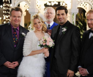 Modern Family Review: A Rocket Ship to the Moon