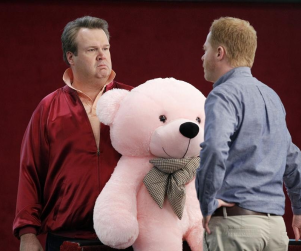 Modern Family Review: Holding Out for a Hero