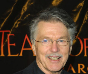 Tom Skerritt to Play Nate's Father on Leverage