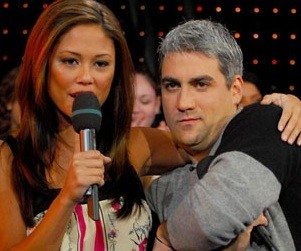 American Idol Picture of the Day: Taylor Hicks Chills on MTV's TRL
