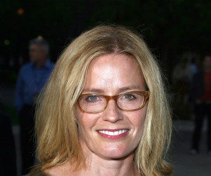 Elizabeth Shue to Take Over on CSI