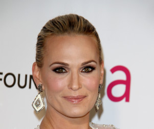 Molly Sims to Compete for Sebastian on The Carrie Diaries