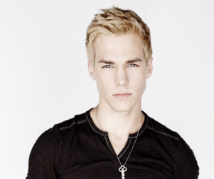 "Chris Wood to Have ""Huge Impact"" on The Carrie Diaries"