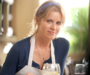 Kim Dickens to Play Special Agent on White Collar