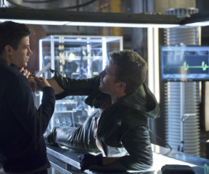 Arrow Post Mortem: Grant Gustin, Producers Talk Masks, Ollicity & More!