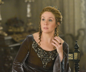 Reign Episode Photos: Murder, Poison, & Prophecy