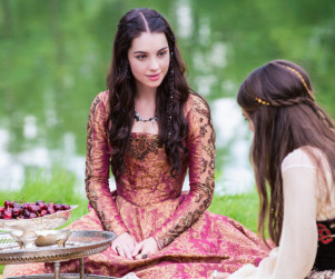 13 Fabulous Fashions Featured on Reign
