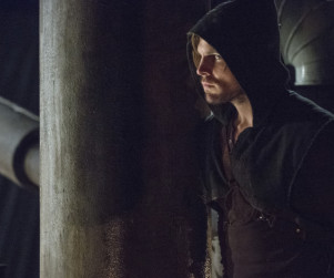 Arrow Picture Preview: Who's in the Queen Mansion?