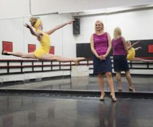 Dance Moms: Watch Season 4 Episode 9 Online