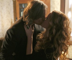 Once Upon a Time Photo Gallery: A Shocking Kiss