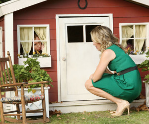Playing House: Watch Season 1 Episode 1 Online