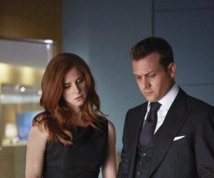 Suits Picture Preview: Does Louis Give Himself Up?