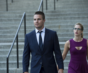 Arrow Season 3 Premiere Pictures: Before the Storm?