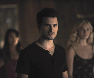 The Vampire Diaries Picture Preview: A Long Way Home