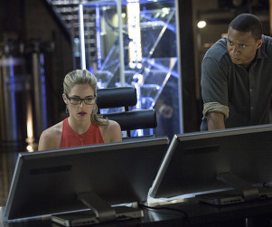 Arrow Preview Pics: A Whole Lotta Olicity