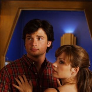 Smallville Spoilers: Action and Kisses