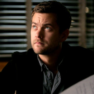 Joshua Jackson Wants Hot Polivia Action!