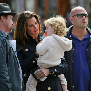 Brooke Shields with Grier on Set