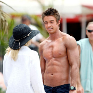 Robert Buckley: Shirtless on One Tree Hill?