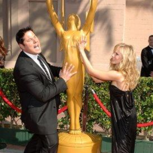 Greg Grunberg and Kristen Bell Cop a Feel