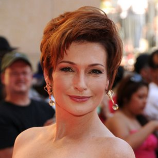 Carolyn Hennesy: Cast on Cougartown