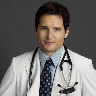 Peter Facinelli Dishes on Nurse Jackie Boob Grabs and Guest Stars