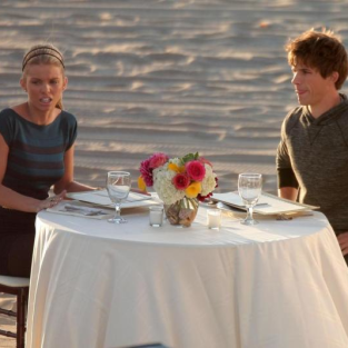 90210 Set Pics Reveal Naomi and Liam Romance