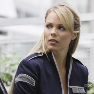 V Interview: Laura Vandervoort on the Fall Finale